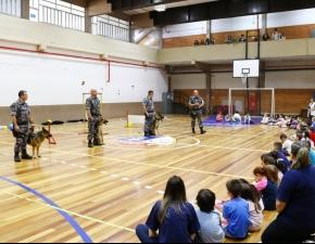 """Turmas do Pré 2 recebem a visita de """"cães policiais"""""""